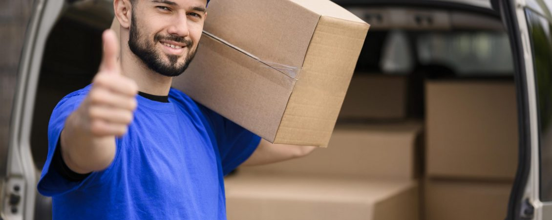 portrait-smiley-delivery-man-showing-thumb-up